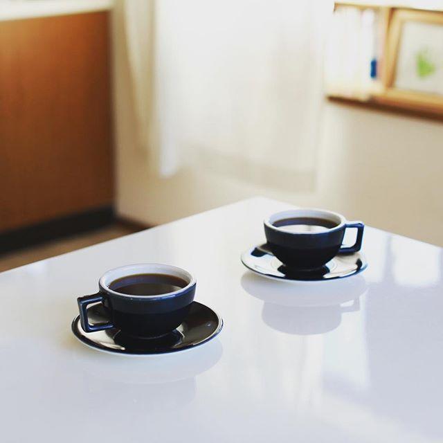 グッドモーニングコーヒー。今日は上手に淹れられた。最近の2杯分レシピは、中細挽き豆25g・お湯400ml、蒸らし50ml・40秒、1:10までに150ml、1:30から2:00までに200ml、2:30で落としきる、というやつ。うまい! (Instagram)