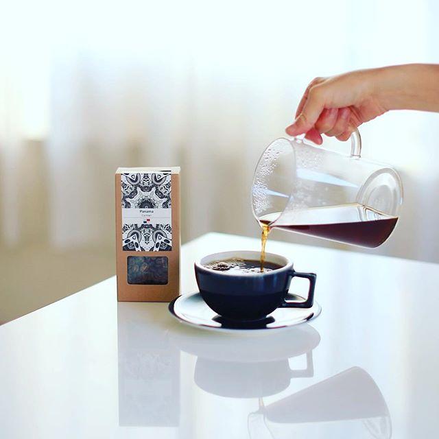 グッドモーニングコーヒー。今週の豆はGOLD CASTLE COFFEEのパナマCarmen。パッケージが良いなぁ!うまい! (Instagram)