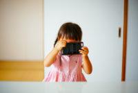 2歳8ヶ月の子供にフィルムカメラCHINON AUTO 3001を持たせて、一緒に写真を撮りに行ったら面白かった!
