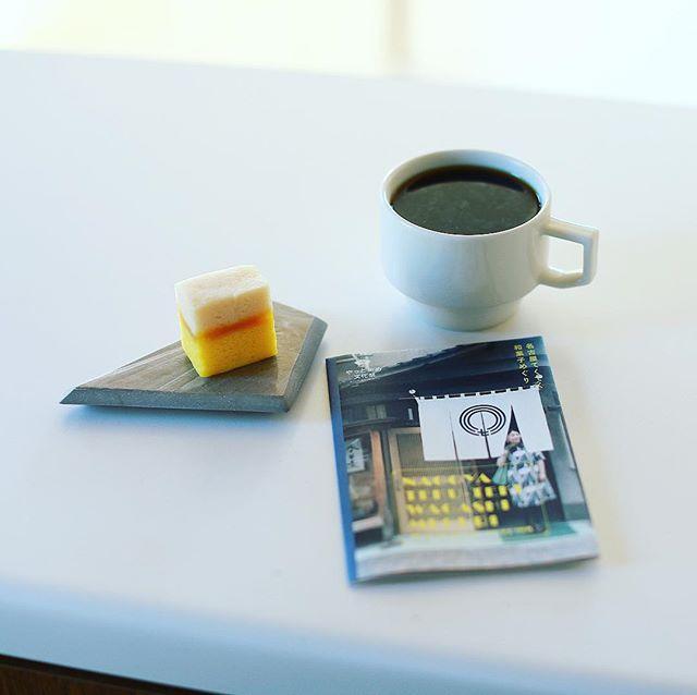 納屋橋饅頭万松庵大須万松寺通店のさらら秋で3時のコーヒー休憩。ちょっと出遅れたけど、やっとかめ文化祭2017の名古屋てくてく和菓子めぐり今日から始めたー、まず1軒目。うまい! (Instagram)