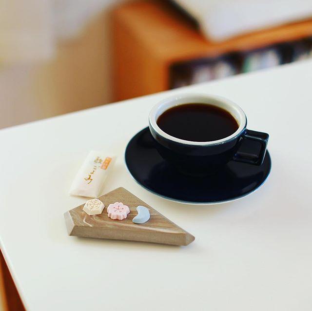 不老園正光の歌ごよみでグッドモーニングコーヒー。うまい!...#やっとかめ文化祭 #名古屋てくてく和菓子めぐり (Instagram)