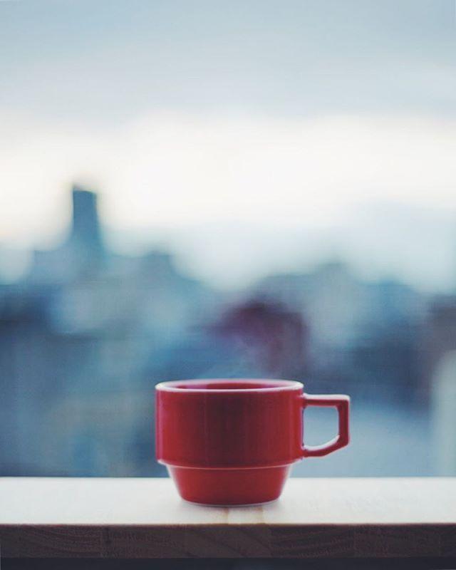 ベランダからグッドモーニングコーヒー。朝陽待ち。うまい! (Instagram)