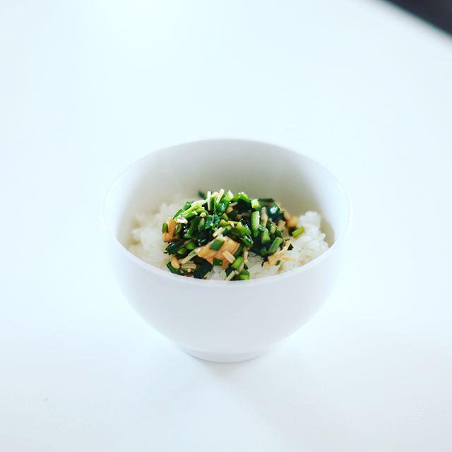 えのきとニラの自家製なめたけ的ごはんでグッドモーニング。うまい! (Instagram)