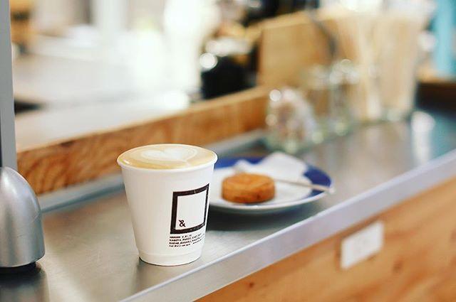 &EATで遅めの朝ごはん。カフェラテ&ガレットブルトンヌ。うまい!#オニマガ名古屋散歩 #オニマガ矢場町散歩 ...#andeat (Instagram)