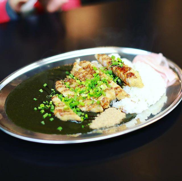 柳橋市場シルバtheマルシェにカレー食べに来たよ。魚粉スパイスカリー柳橋ブラック。うまい!#オニマガ名古屋散歩 #オニマガ名駅散歩 (Instagram)