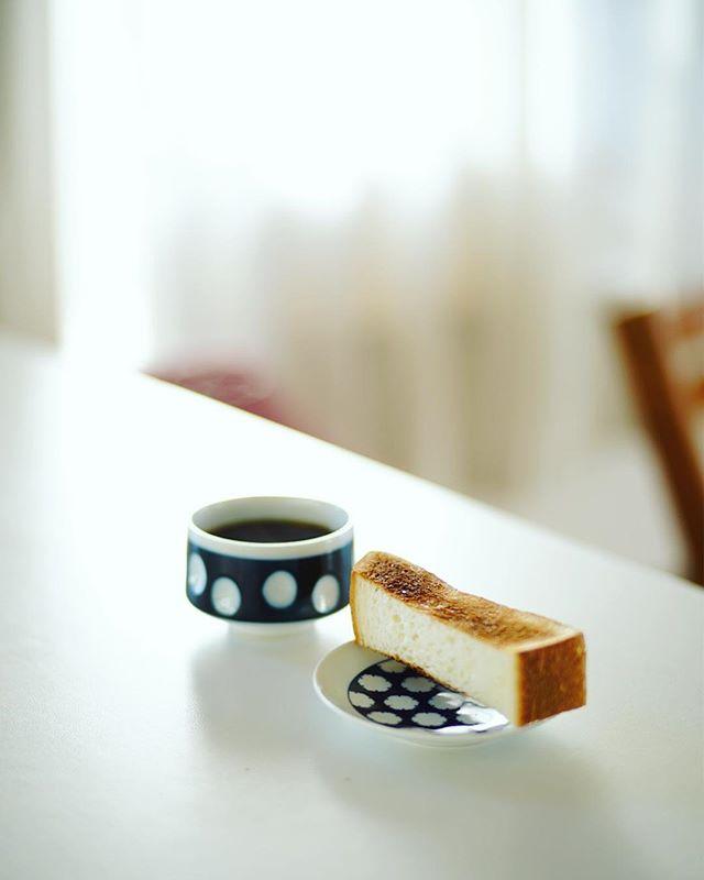 フルールドゥリュクスのスティック食パンでグッドモーニングコーヒー。うまい! (Instagram)