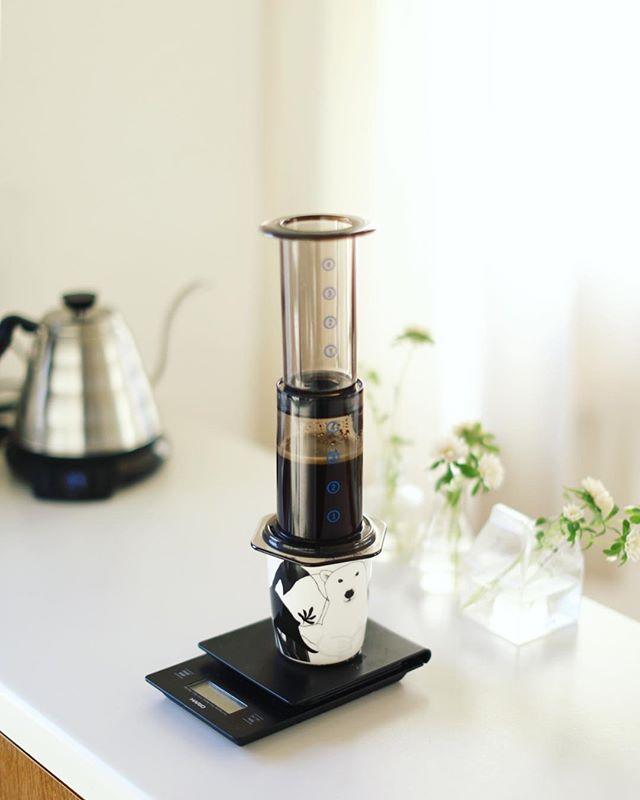グッドモーニングコーヒー。自分で焙煎した豆をエアロプレスでチェック中。うまい!#手網焙煎 (Instagram)