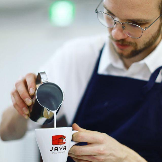 JR名古屋タカシマヤで今日から始まった北欧展にJAVA OSLOのコーヒー飲みに来たよ。お土産に豆も買ったー。うまい!#オニマガ名古屋散歩 #javaoslo #kaffaoslo #北欧展 (Instagram)