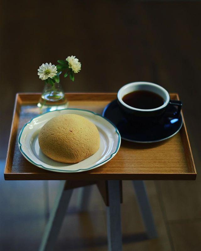 はぴぱんのメープルメロンパンでグッドモーニングコーヒー。うまい! (Instagram)