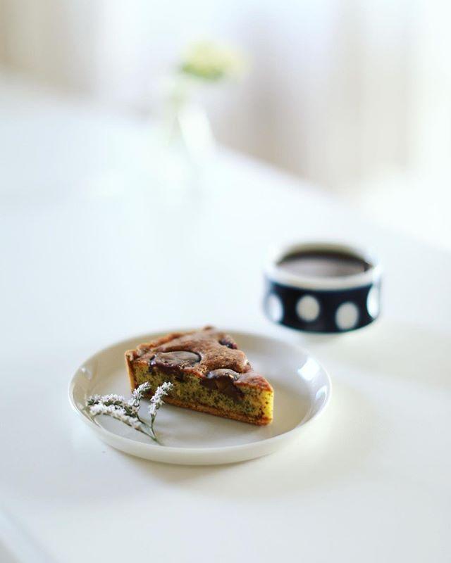 ハチカフェでテイクアウトした栗とラズベリーの紅茶タルトで3時のおやつタイム。うまい! (Instagram)