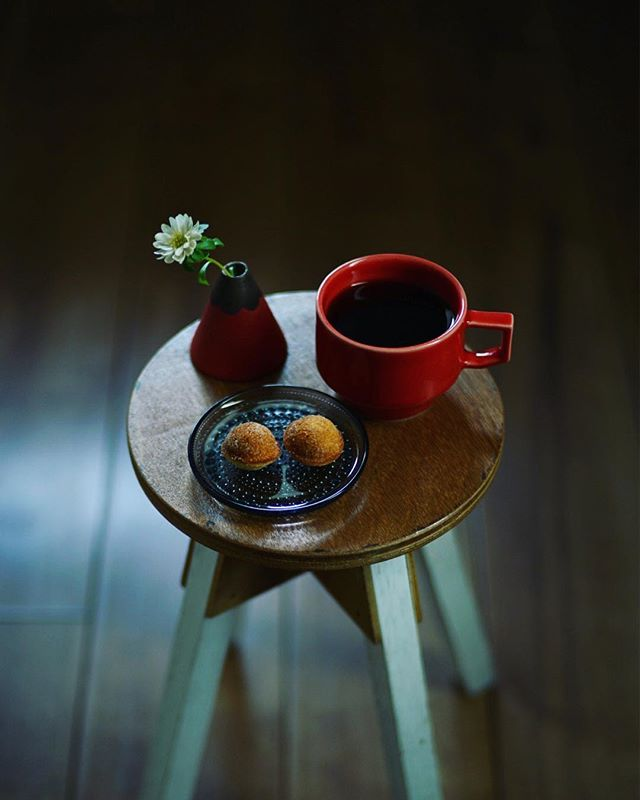 鈴カステラでグッドモーニングコーヒー。無印のやつ。うまい! (Instagram)