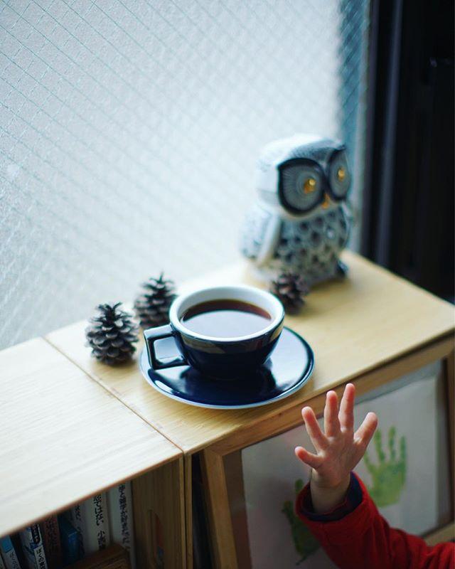 グッドモーニングコーヒーと手。どんどん大きくなってくなぁ。うまい! (Instagram)