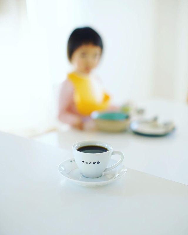 グッドモーニング月曜日。今日は1日何もやらない日。コーヒー飲んでボケ〜っとしよ。うまい! (Instagram)