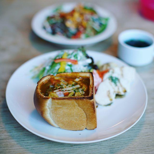 WALTZに特製カレーパン食べに来たよ。うまい! (Instagram)