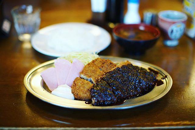 今日のお昼ご飯は、大須の御幸亭のダブルランチ。みそかつ&メンチカツ。満腹!うまい! (Instagram)