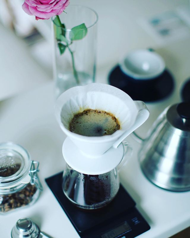 グッドモーニング雨の水曜日。今日からのコーヒーはパナマ・エスメラルダ・ゲイシャ1500。手網焙煎も調子にのってゲイシャ豆に挑戦。ちゃんと美味しくできてたー、あーよかった。うまい! (Instagram)