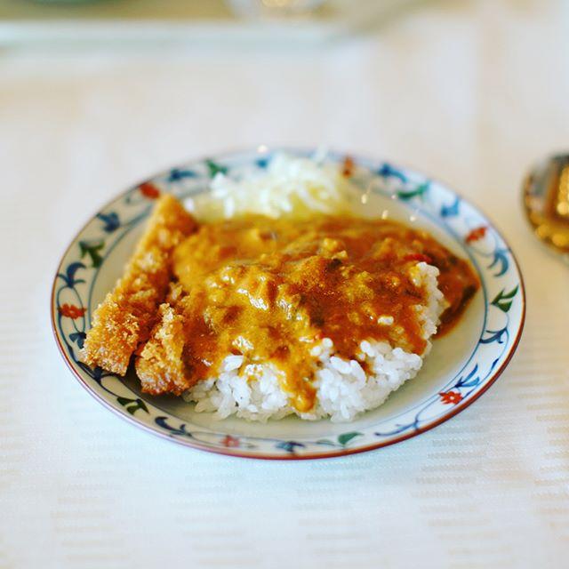 鎌倉3日目。ホテルのモーニングビュッフェで葉山牛カレーからの釜揚げしらすやまかけマグロ丼。うまい!#オニマガ鎌倉散歩 (Instagram)