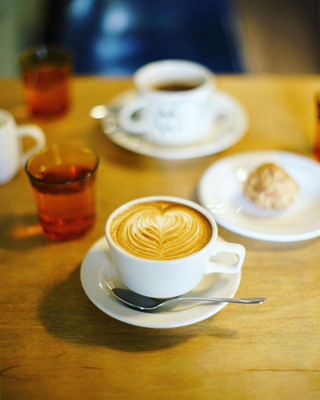 鎌倉に遊びに来たよ。材木座のミルコーヒー&スタンドで3時のおやつ休憩。子供服屋さんのVive el momentoへ行って教えてもらったコーヒー屋さん。うまい! (Instagram)