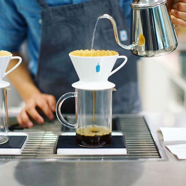 品川乗り換えでBlue Bottle Coffee休憩。本日最初のコーヒータイム。鎌倉3デイズ終了で今から名古屋に帰ります。うまい! (Instagram)