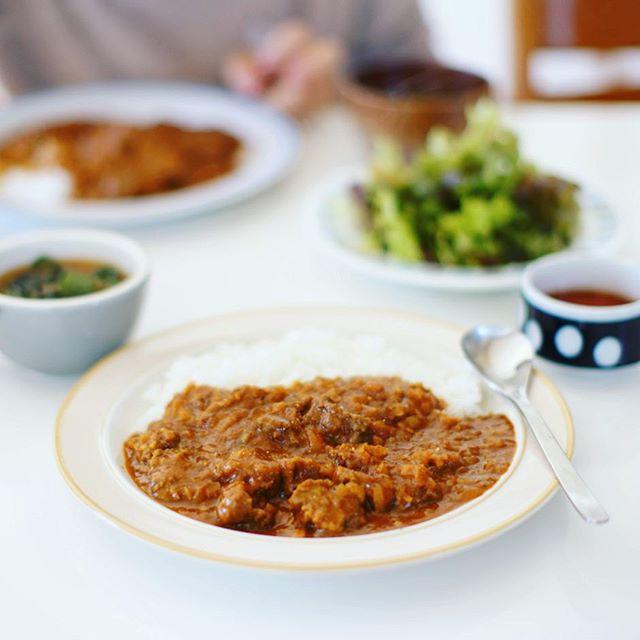 今日のお昼ご飯は、豚ほほ肉のカレー。うまい! (Instagram)