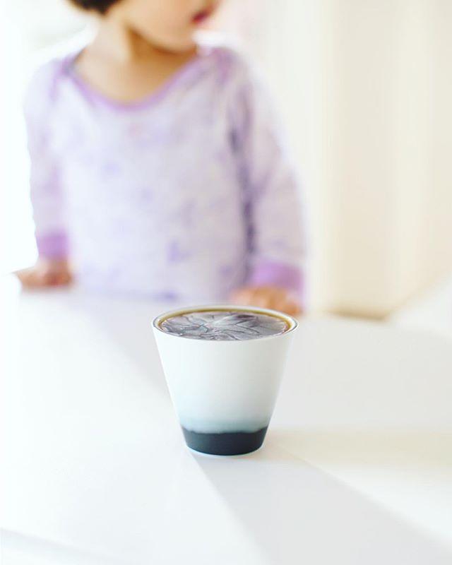 コーヒーをカップにギリギリ満タン注いだら「あとでおかわりすればいいのにねぇ〜」と子どもに諭されるグッドモーニングコーヒー。うまい! (Instagram)