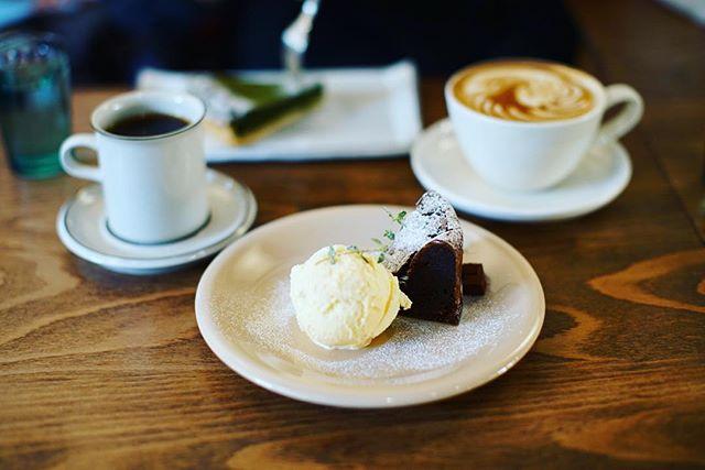 C7Cで写真展LESS IS MOREを見て、おやつにマルヨシコーヒーでフォンダンショコラ&コーヒーのおやつ休憩という、素晴らしい日曜日の午後。うまい!#オニマガ名古屋散歩-#c7c #マルヨシコーヒー (Instagram)