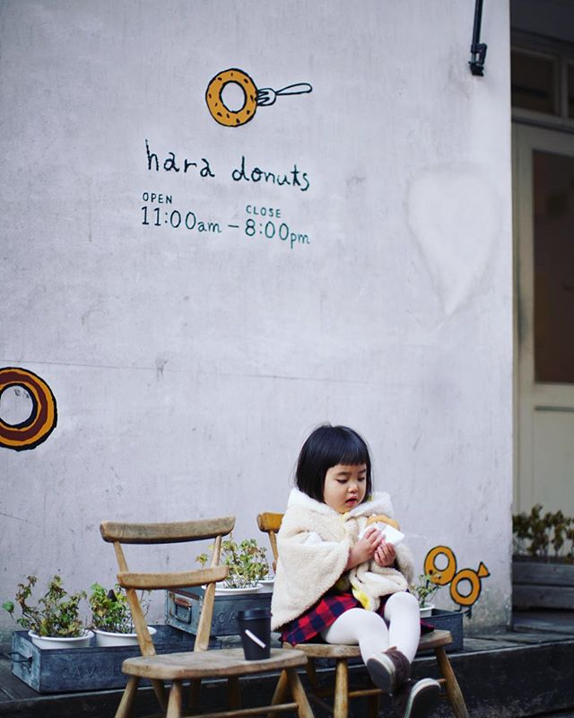 散歩の途中でSATURDAYSでカフェラテ買って、はらドーナッツでドーナツ買って、3時のおやつタイム。うまい!#オニマガ名古屋散歩-#はらドーナッツ #saturdaysnyc #saturdayssurfnyc (Instagram)
