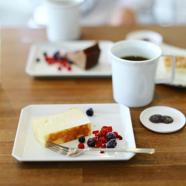今日は大治町に遊びに来たので、おやつにCoffee Politeでコーヒー&チーズケーキ休憩。うまい! (Instagram)