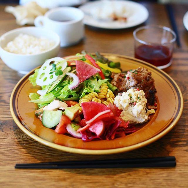 Laugh&にランチしに来たよ。スペシャルデリプレート。野菜もりもり。デザートは苺のショートケーキ。うまい!#オニマガ名古屋散歩 (Instagram)