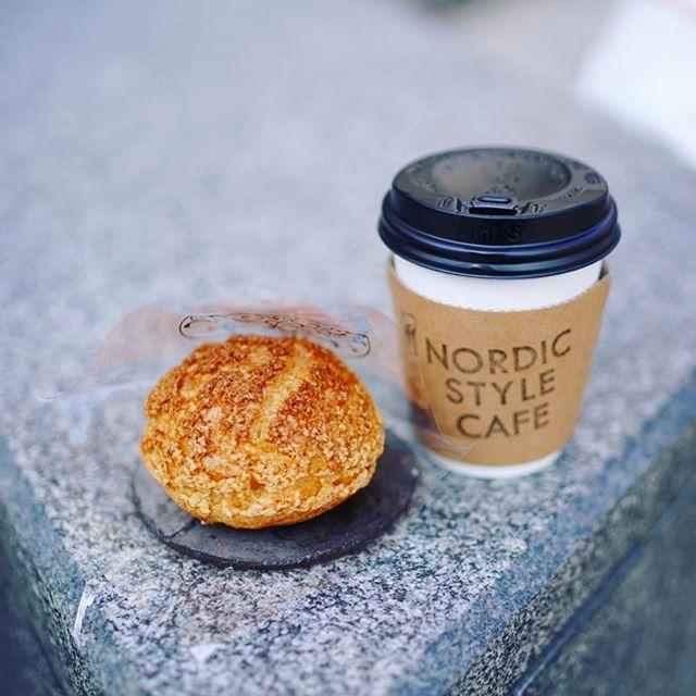 ガレドゥワタナベのシュークリームとノルディックスタイルカフェのコーヒーをテイクアウトして矢場公園でおやつタイム。うまい!#オニマガ名古屋散歩 -#nordicstylecafe #galledewatanabe (Instagram)
