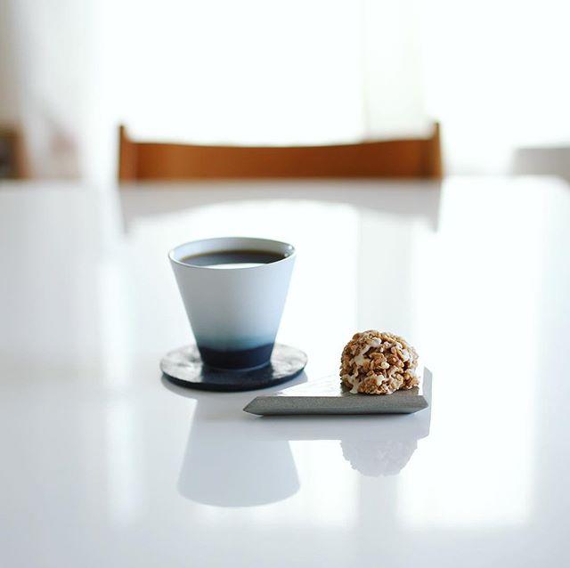 Galle de watanabeのロッシェプラリネホワイトでグッドモーニングコーヒー。うまい! (Instagram)