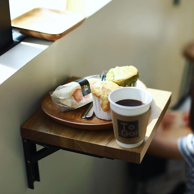 車道のTo Go Kurumamichiでマフィンとフルーツサンドとコーヒーのおやつタイム。うまい!#オニマガ名古屋散歩-#togokurumamichi (Instagram)