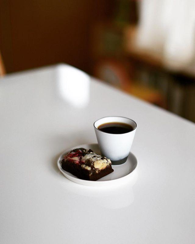 #hashellecafe のチョコレートブラウニーでグッドモーニングコーヒー。うまい! (Instagram)