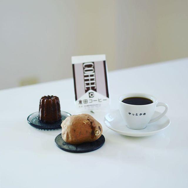 笠寺写真部散歩のお土産でグッドモーニング。焼きたてよりも2〜3日おいてからの方が美味しいというやきいも七徳の安納芋、パティスリークレジュエの米粉のカヌレ、おしゃべり好きなおばあちゃんがやってる老舗のコーヒー豆屋さん倉田コーヒー。うまい! (Instagram)