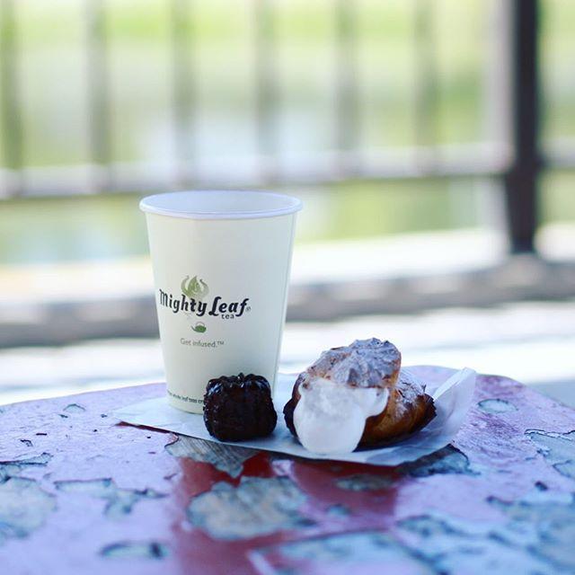 いりなかのケーキ屋さんPORT HERCULEでシュークリームとカヌレ買って、並びのカフェLa Bonbonniereでハーブティーをテイクアウトして、隼人池公園でピクニックというおやつモーニング。うまい!#オニマガ名古屋散歩 (Instagram)