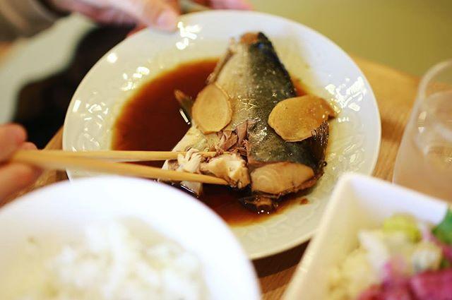 千代田にできた定食屋さんGOTORAYAごとらやにごはん食べに来たよ。ハマチの煮魚定食。うまい!#オニマガ名古屋散歩 (Instagram)