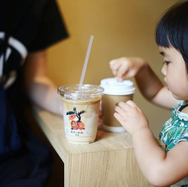 松屋銀座でウォーリーを探せ!展とMOEの絵本原画展を見て、Bongen Coffeeで3時のコーヒー休憩。それにしてもウォーリーを探せの原画展はみんながみんな延々とウォーリーを探してるので全然次の絵に進めない!こんなに1枚の絵に集中する原画展は初めてだわ〜面白い!うまい! (Instagram)