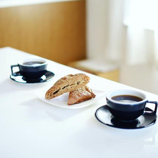 大須ベーカリーのカマンベールバジルでグッドモーニングコーヒー。うまい! (Instagram)