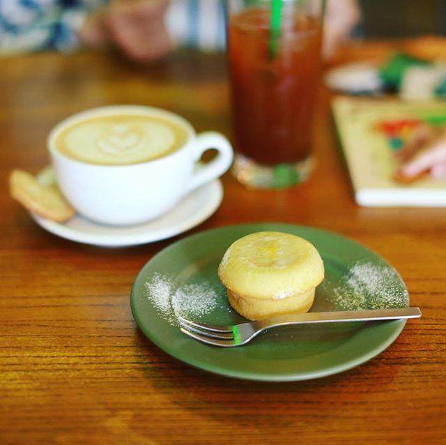 LIT COFFEEにTOUTEN TRIPを見に来たので、3時のおやつタイム。レモンケーキ&カフェラテ&アイスアメリカーノ。うまい!#オニマガ名古屋散歩 (Instagram)