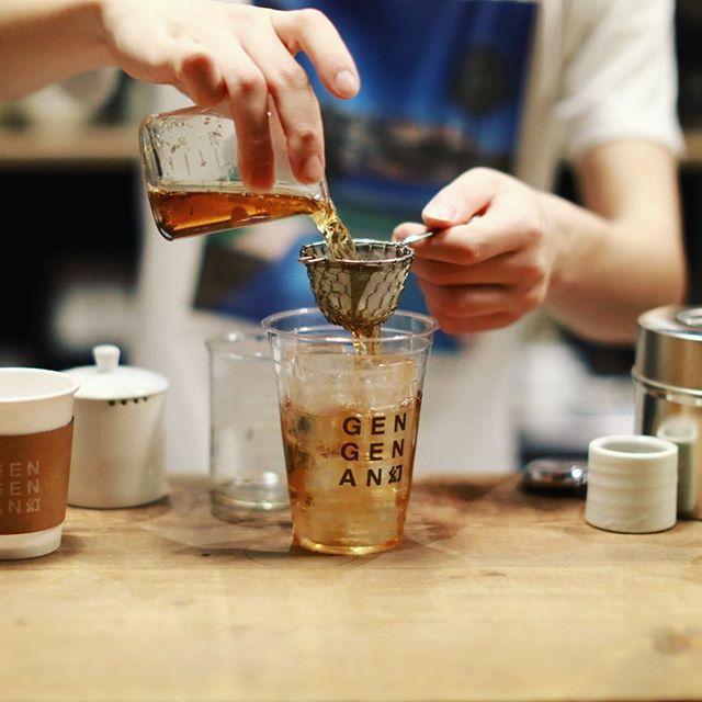 渋谷の幻幻庵で夜のティータイム。アイスカモミールほうじ茶&ホット紅ほうじ茶。紅ほうじ茶は茶葉も買ったー。うまい!-#幻幻庵 #gengenan #gengenan幻 (Instagram)