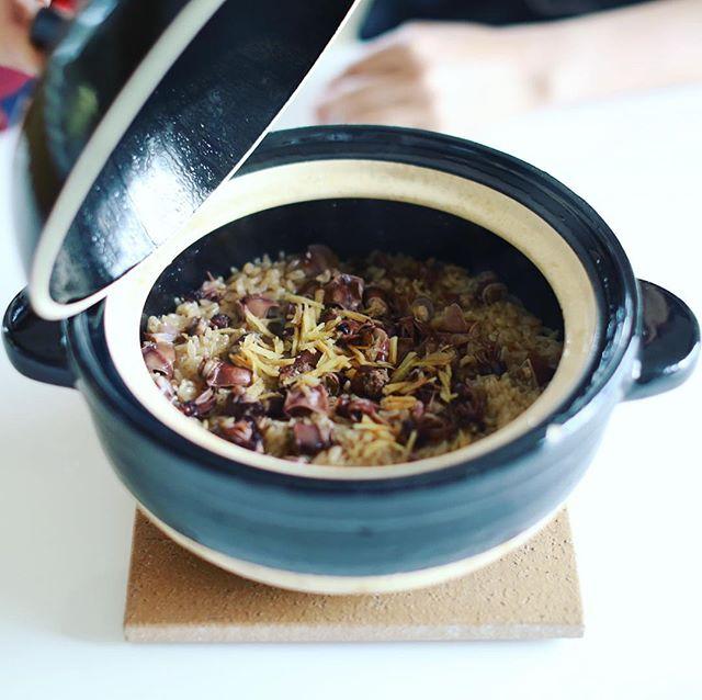 お昼ごはんは、かまどさんでホタルイカの炊き込みご飯!うまい! (Instagram)