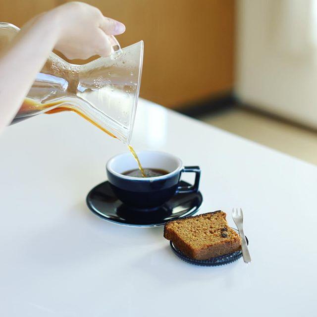 奥様お手製のオリーブオイルのキャロットケーキでグッドモーニングコーヒー。うまい! (Instagram)
