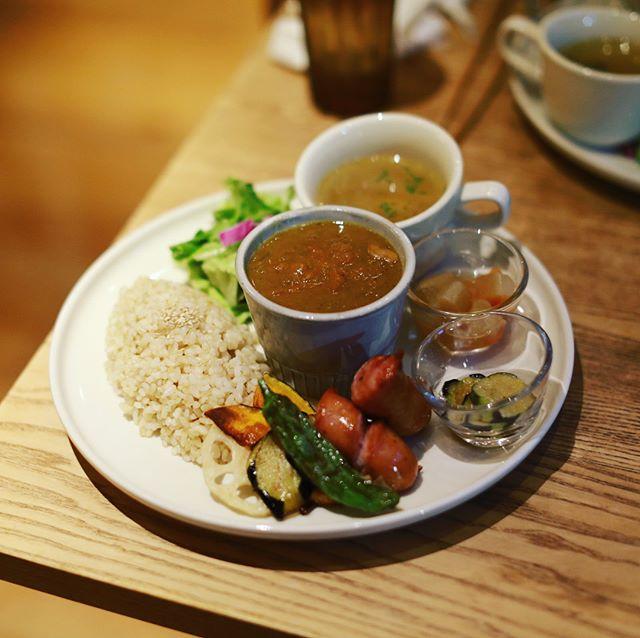 矢場町のsora cafe 01 THE STANDにカレー食べに来たよ。そして2階席からちょうど見える若宮まつりの山車の町内曳行。超特等席!うまい!#オニマガ名古屋散歩 (Instagram)