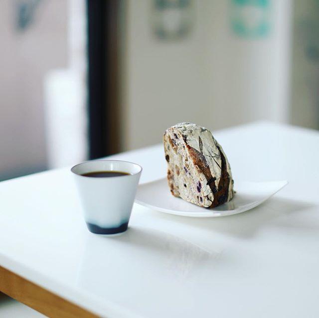 涼太郎の田舎レザンノアでグッドモーニングコーヒー。今日の朝は涼しい!またホットコーヒー逆戻り。うまい! (Instagram)
