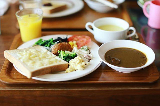 泉の外堀パンチの火曜日限定モーニングに来たよ。トースト&カレー&唐揚げ&サラダ&スープ&ドリンク。全部食べ放題。うまい!#オニマガ名古屋散歩 (Instagram)