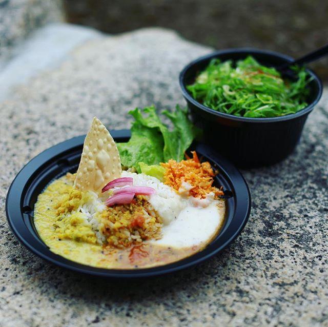 Spice Life dânaのスリランカカレーと半平やのいかメンチねぎ飯ランチボウルでお昼ごはん。うまい!#オニマガ名古屋散歩 #東別院手づくり朝市 (Instagram)