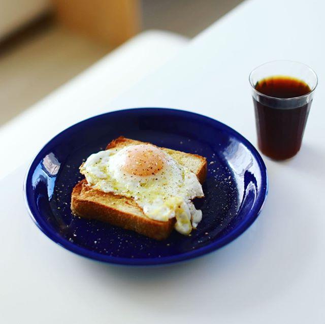 baguette rabbit / バゲットラビットの食パンで目玉焼きトースト。うまい! (Instagram)