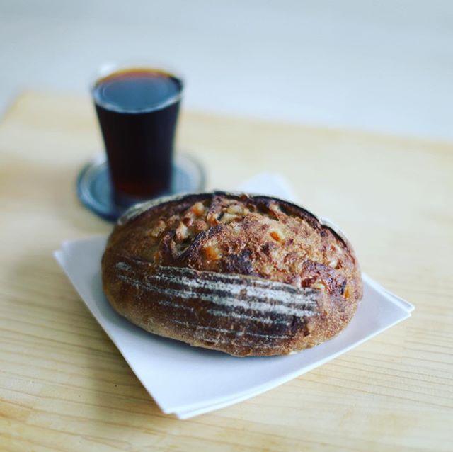 #あぶさんと のフルーツカンパーニュ&水出しコーヒーでグッドモーニング。うまい! (Instagram)