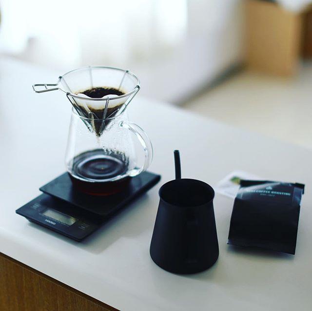 SUGI COFFEE ROASTINGで買ってきたコロンビアピエドラスアフィラールゲイシャでグッドモーニングコーヒー。コロンビアのゲイシャは初めて飲んだー。うまい! (Instagram)