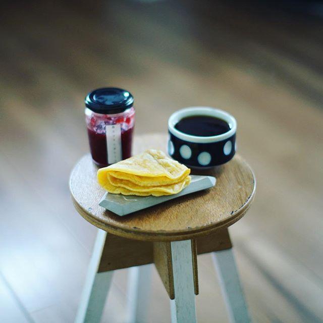 奥様お手製の人参パンケーキ的クレープにRiettoさんの苺とフランボワーズのジャム挟んでグッドモーニングコーヒー。うまい!#お菓子屋rietto (Instagram)